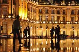 Agence immobilière Bordeaux centre ville - Photo de la place de la bourse.
