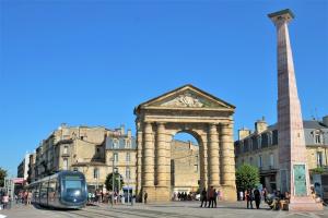 Porte d'Aquitaine et Obélisque - Place de la Victoire - Bordeaux