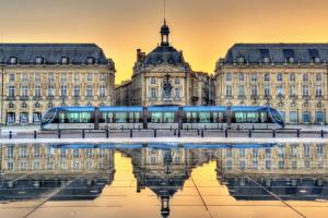 Photos du tramway par l'agence immobilière Bordeaux.