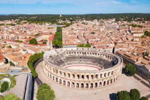 Découvrez nos experts immobiliers de Nîmes.