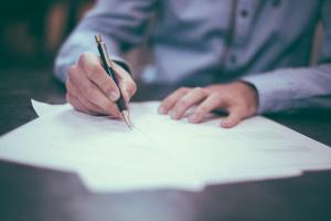Tout comprendre sur le compromis de vente (signature, délais, documents...)
