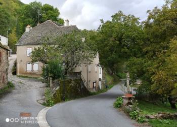 Maison de 230 m² + annexes à St-Pierre-de-Nogaret