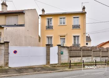 Maison atypique Type 4/5 de 88 m² au sol ( 70 m2 + combles aménagées de 18 m²  à Villejuif)