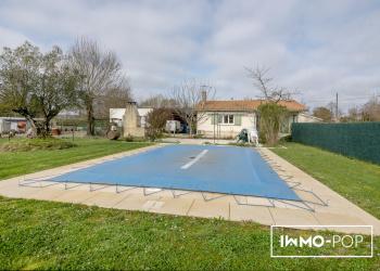 Maison plain pied Type 4 de 100 m² + piscine + garage + dépendance à Ambès
