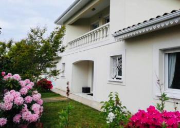 Maison de type 6 de 172 m² + piscine à Andernos-les-Bains