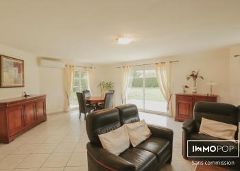 Maison de  plain pied Type 5 de 142 m² à La Brède + garage + piscine