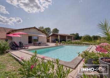 Maison de charme Type 7 + piscine + garage + granges + écurie à St Christophe de Double