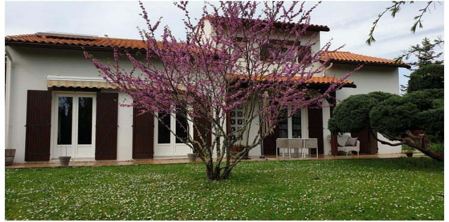 Charmante maison type 8 de 212 m² + dépendance + piscine + garage à Yvrac