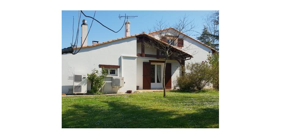 Maison type 8 de 212 m² + dépendance + piscine + garage à Yvrac