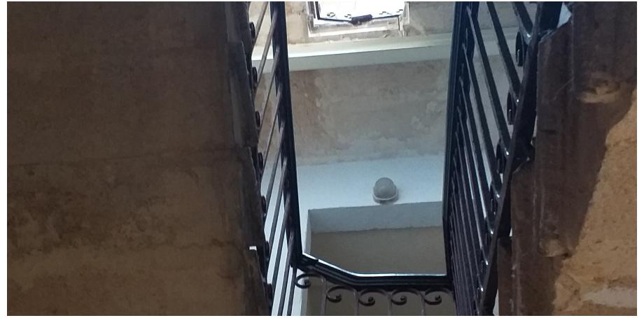 Studio de 30 m² + Box fermé à Bordeaux centre en cours de rénovation