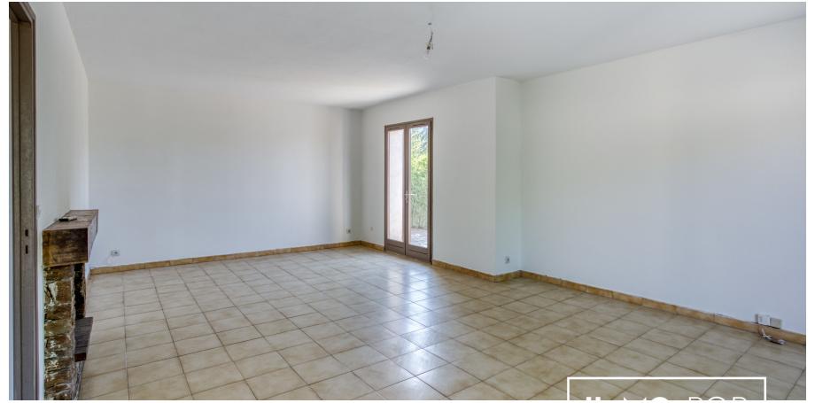 Salon - Maison plain pied Type 5 de 106 m² + garage à Bormes les Mimosas