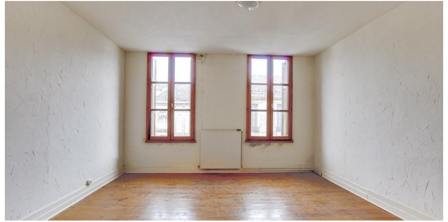 Local commercial de  43 m²+ appartement duplex de 100 m² à Sainte-Foy-la-Grande