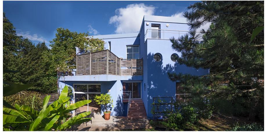Maison d'architecte avec local professionnel et bureau